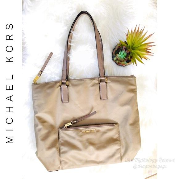 060161f11fd2 Michael Kors Bags | Ariana Nylon Tote | Poshmark
